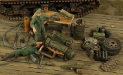 1/35 WWII US Field Workshop w/2 Figures